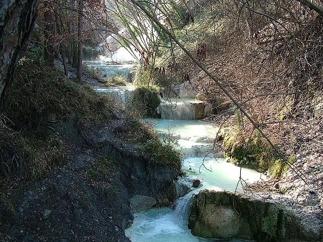 http://www.lamiaterradisiena.it/acque/DSCF3338-Bagni-San-Filippo.jpg